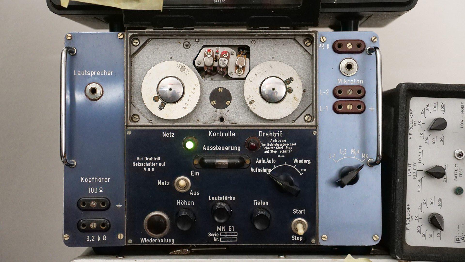 MN61 - Wire Recorder Photo 1